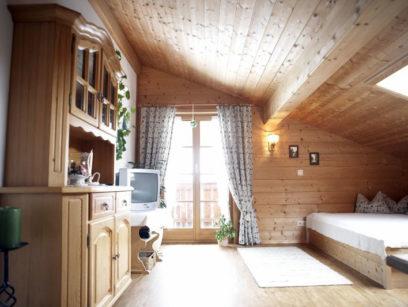 Wohnzimmer-von-Ferienwohnung-Tegernsee-beim-Melchern